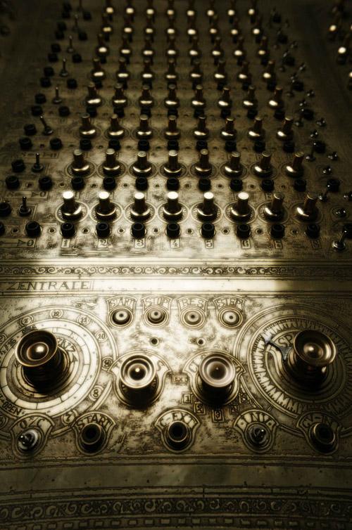 steampunk-synthesizer