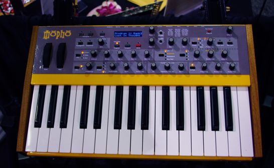 dave smith instruments mopho keyboard synthtopia. Black Bedroom Furniture Sets. Home Design Ideas
