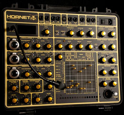 hornet-synthesizer