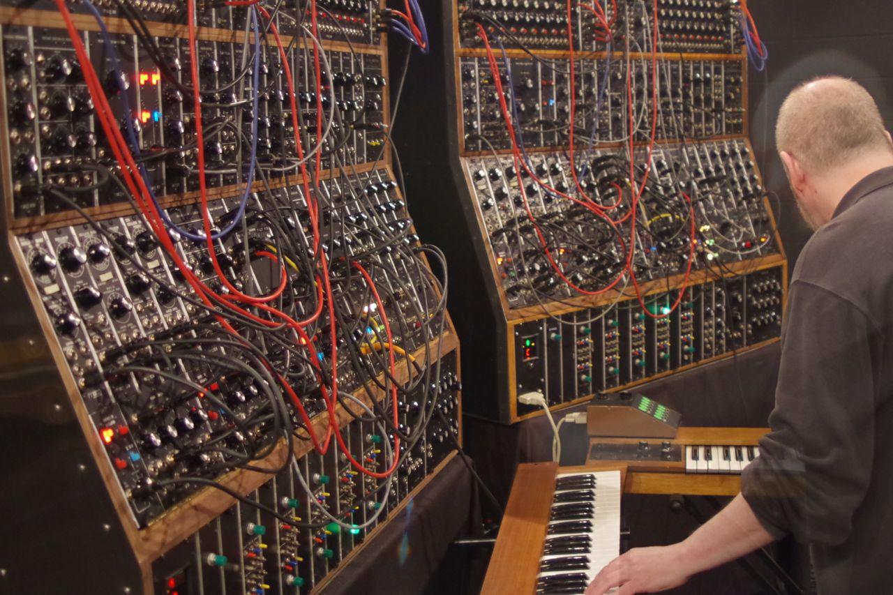 keith emerson modular synthesizert22 synthtopia. Black Bedroom Furniture Sets. Home Design Ideas