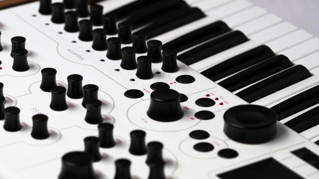modulus-002-synthesizer-detail