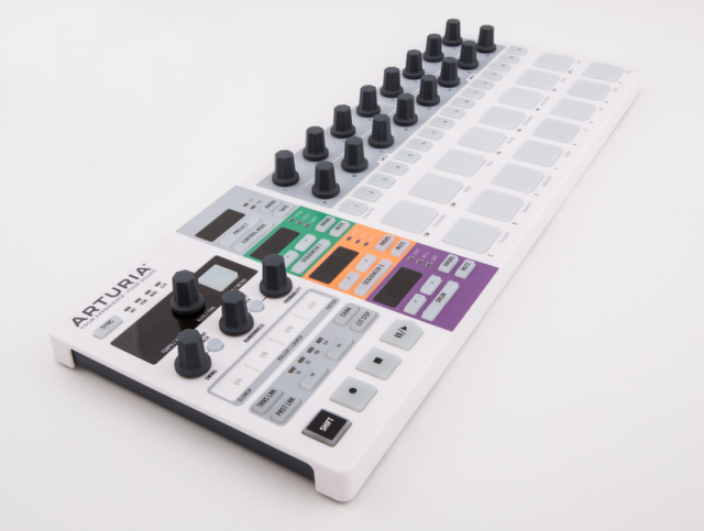 beatstep-pro-step-sequencer-angle