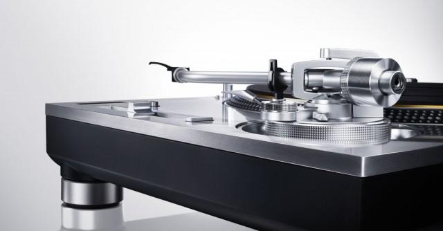 new-technics-sl1200-turntable
